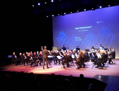Harmonieorkest 2e met de Vlag van Hardenberg